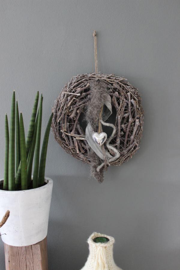 HE30 – Kranz als Tür oder Wanddeko! Großer Rebenkranz dekoriert mit einem Kunstfell, Bändern und einem Herz! Preis 29,90€