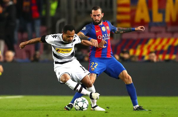 Raffael of Borussia Moenchengladbach (L) and Aleix Vidal of Barcelona (R) battle for possession during the UEFA Champions League Group C match between FC Barcelona and VfL Borussia Moenchengladbach at Camp Nou on December 6, 2016 in Barcelona, Catalonia.
