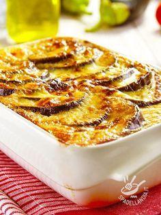 La Moussaka di melanzane è un piatto greco conosciutissimo in tutto il mondo. Se non la avete mai provata nella versione vegetariana, è il momento giusto!