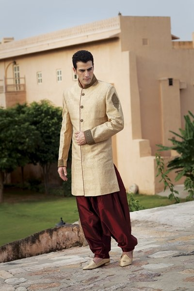 Jamevar antique gold indo western, along with sort silk patiala bottom for an Indian #bridegroom by Benzerworld! Priced at $469.