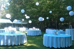 blauwe lampionnen, leuk ter versiering van de babyborrel of je bruiloft. decoratie van je tuinfeest met lampionnen. #tuinfeest decoratie #garden party decoration # babyshower styling #babyborrel versiering #trouw ideeën #trouwinspiratie # aankleding van je communie #wedding decoration #paper lanterns blue lantern