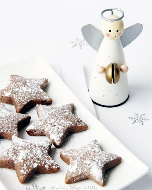 Dutch Christmas Cookies - These Christmas biscuits create the most delicious, Christmassy smell when baking. It really does make the house smell like wafts of Christmas. They taste a bit like gingerbread, but are softer and have a hint of extra spice