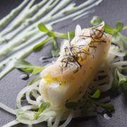 Epais filet de barbue d'artisan pécheur, confit à l'huile de navette, Fettucini de navet long, fromage frais herbacé