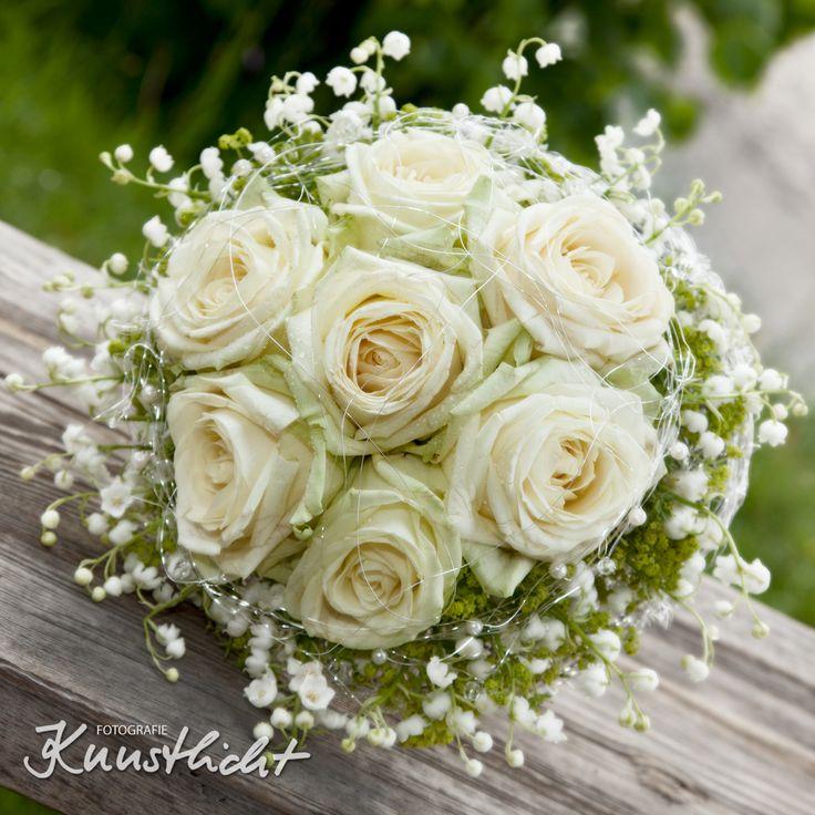 Nostalgischer brautstrau rundgebunden mit der creme rose for Hochzeitsdeko creme