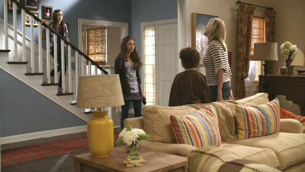 Modern Family sitcom Dunphy house entry and LR
