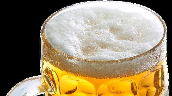 Nenechte se odradit od pití piva. Vědci zjistili, jaké blahodárné účinky má na lidský organismus. Snižuje kupříkladu riziko rakoviny i mrtvice. Přečtěte si, co všechno pivo léčí.