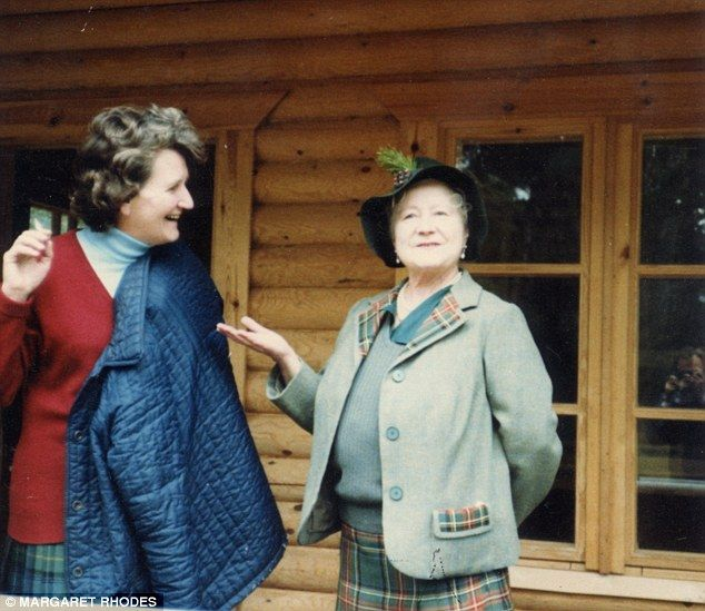 Margaret Rhodes' mother Lady Mary Bowes-Lyon was a sister of the Queen Mother (right)...