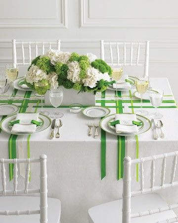 Such a cute simple table decoration idea... simple ribbons!!