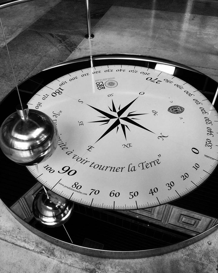 """Je vous invite à voir tourner la Terre."" Foucault . . #science #physics #mechanics #experience #coimbracity  #university  #blackandwhite #bw #bnw #bw_photooftheday #blackandwhitephotography #blackandwhitephoto #bwphoto #bwphotography #bandw #bw_lover #bnw_unlimited #foto_blackwhite #monochromemavens . . . Yes @adagrim71 in fact the world is small."