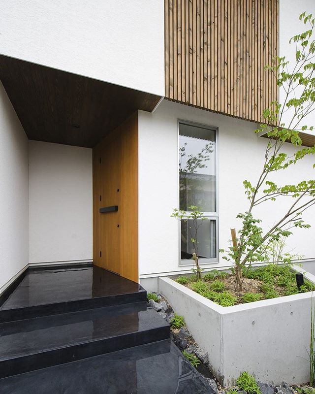 Kazuya Ikezoiさんはinstagramを利用しています 墨モルタルの玄関