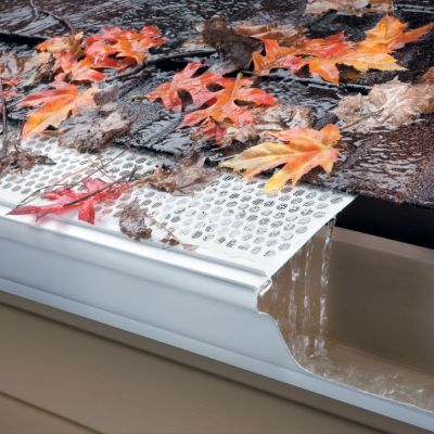 Protectores de canal de malla - evita que los escombros entren en su sistema de canaletas, reduciendo en gran medida la necesidad de una limpieza regular. ---------------- Mesh Gutter Guards - Keeps debris from entering your gutter system, greatly reducing the need for regular cleaning.