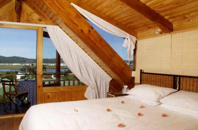 Abalone Lodges - These unique wooden units are all self-catering with kitchenette, en-suite bathroom with spa-bath, Television with selected DStv channels as well as a balcony for those lovely sunsets. The more spacious ... #weekendgetaways #knysna #southafrica