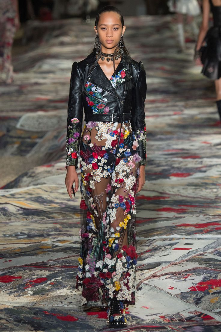 Alexander McQueen Spring / Summer 2017 Ready-To-Wear Collection | British Vogue