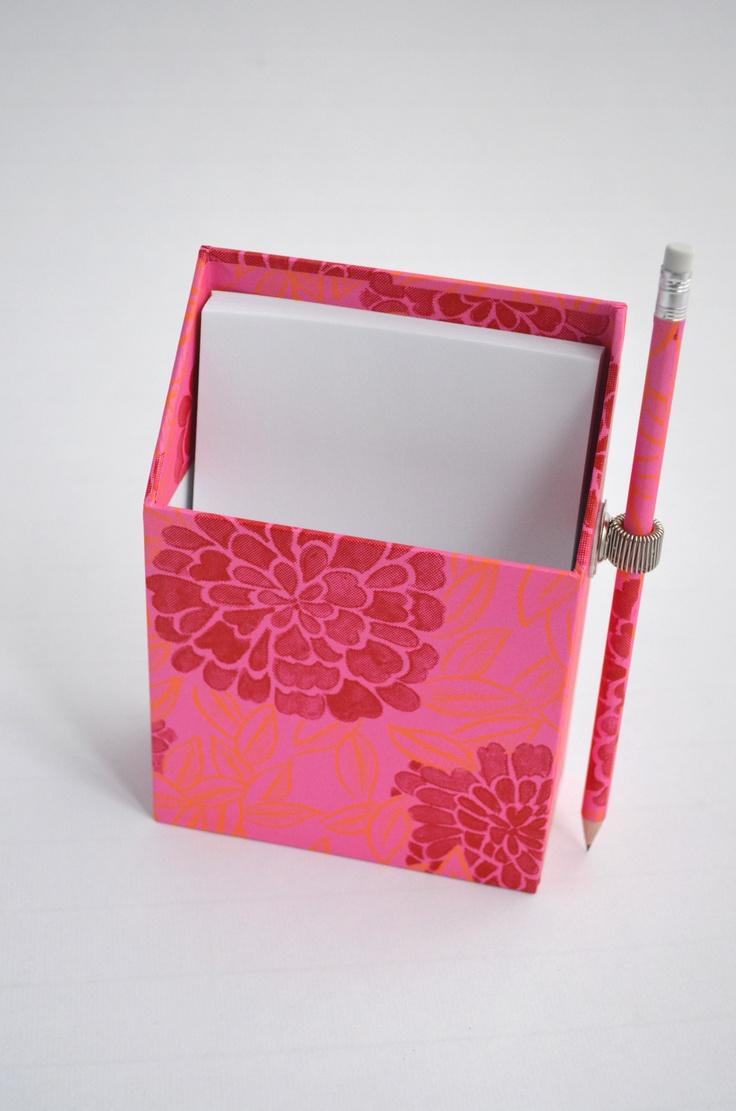 Zettelbox mit Bleistift