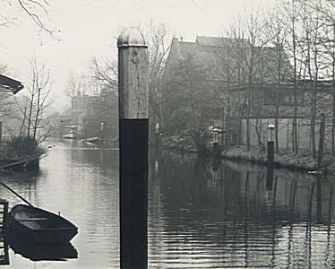 552_306081 Spuihaven tussen de Sint Jorisbrug en de Vriesebrug de huizen staan aan de Vest - Regionaal Archief Dordrecht
