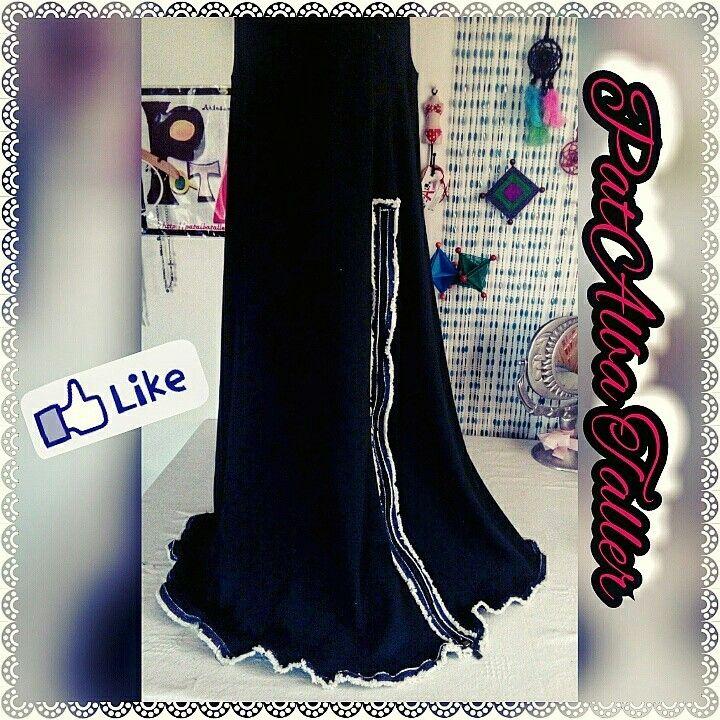 Resultado de transformación de una sencilla falda negra larga.... J'adore❗❗❤✂  #customizaturopa #ReciclajeDeModa #transformacion #diseñounico #handmade #diseñodeautor #diseñoindependiente #PatAlbaTaller #emprendedora