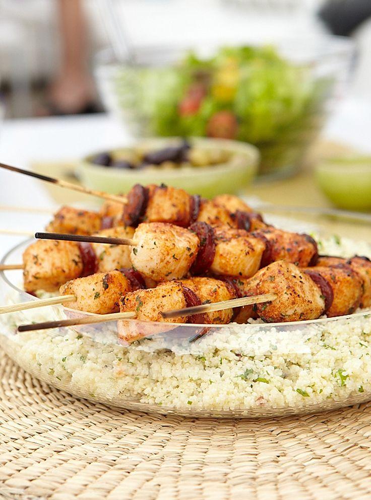 Recette de Ricardo: Brochettes de pétoncles à la marocaine et chorizo grillé