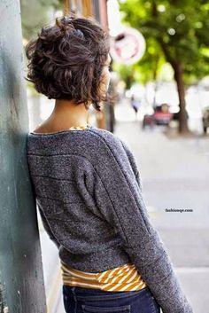 Les Cheveux Courts Avec Des Jolies Boucles : Un Charme Infini   Coiffure simple et facile