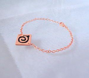 ViJouX - Vietnamese inspired SWIRL bracelet in black. Wear or gift as a symbol of love for family. Pure copper. £35