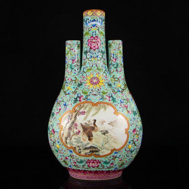 Superb Chinese Gilt Edges Famille Rose Porcelain Vase