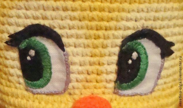 Игрушками я увлекаюсь чуть больше года и за это время своим игрушкам я перепробовала много глазок из разных материалов: вязаные, пуговки, специальные покупные, бусинки, фетровые, но это всё не очень смотрелось, так как к личику (мордашке) игрушки нельзя, например, купить специальные глазки и они непременно по размеру подойдут. Хотелось, чтобы были такие глазки, чтобы игрушка 'ожила'.…