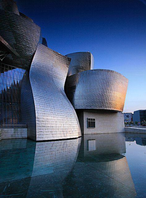 Guggenheim Museum, Bilbao, Spain. Ailleurs communication, dotations, voyages…                                                                                                                                                                                 Plus