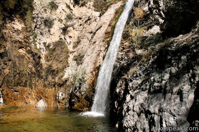 Switzer Falls might be the best know waterfall hike in Los Angeles County. This 50-foot waterfall is reachable via a 4.5 mile out-and-back trek that follows a shaded babbling creek down into a wooded canyon