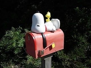 Snoopy mailbox...ooo i'm loving this one.