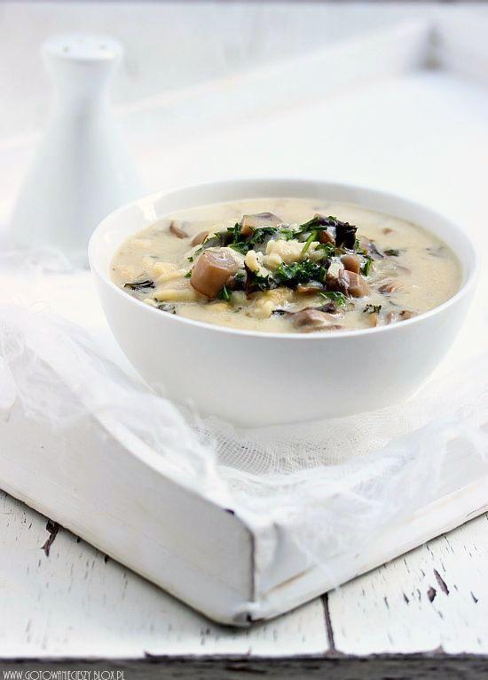 Dziś mam dla Was przepis na klasyczną zupę pieczarkową. Często przygotowuję ją z makaronem typu łazanki, ale ponieważ ostatnio udało mi się znaleźć idealne dla