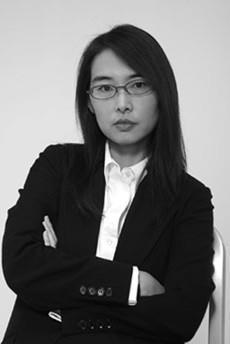 ROSSANA HU  Rossana Hu è socio fondatore di Neri & Hu Ufficio Progettazione e Ricerca, un multi-disciplinare prassi internazionale di progettazione architettonica con sede a Shanghai, in Cina, che è stato selezionato come una delle dieci imprese per il Design Vanguard 2009 da Architectural Record, USA. La signora Hu ha ricevuto un Master di Architettura e Urbanistica presso la Princeton University, e un Bachelor of Arts in Architecture and Music presso l'Università di California a Berkeley.