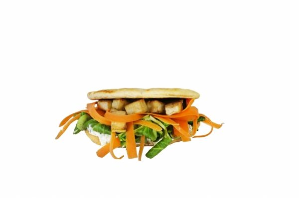 Delicious Pitta vegetarian recipe. From brand O Mundo. With tofu, carrot, lettuce and more.