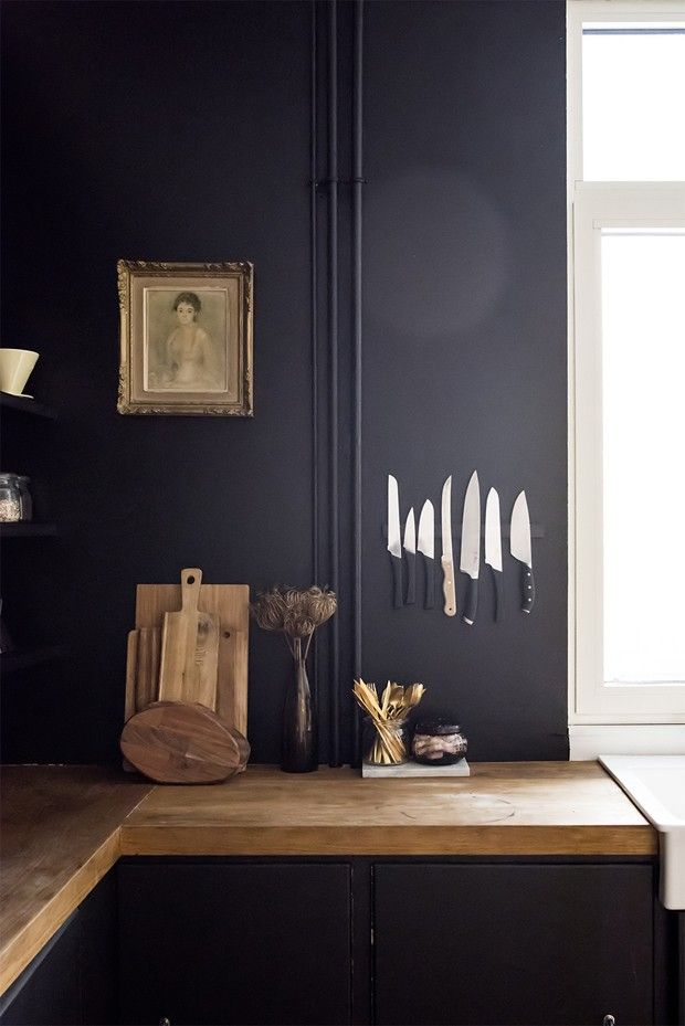 Décor do dia: cozinha preta com referencias vintage e industriais (Foto: reprodução)
