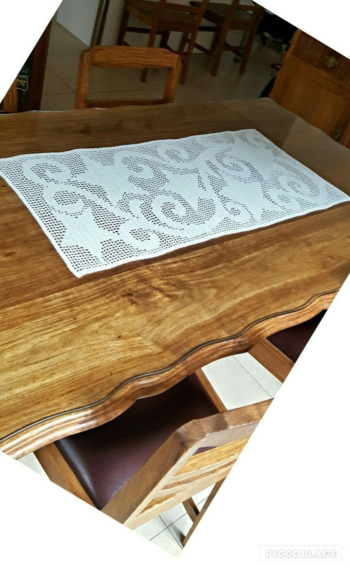 Crochet table runner. Judy's creations....  Filet crochet - stars and swirls. A worthwhile prohect