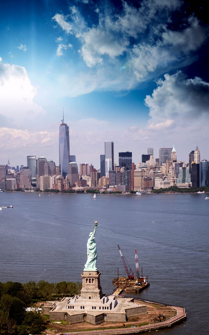 Spectacular helicopter view of Statue of Liberty and Manhattan skyline   Top 10 Reasons to Visit New York