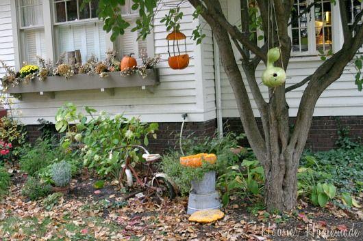 Pumpkin Bird Feeder and BathFall Decor, Birds Feeders, Births Feeders, Bird Feeders, Bird Baths, Diy Pumpking, Birds Bath, Pumpking Birds, Pumpkin Birds