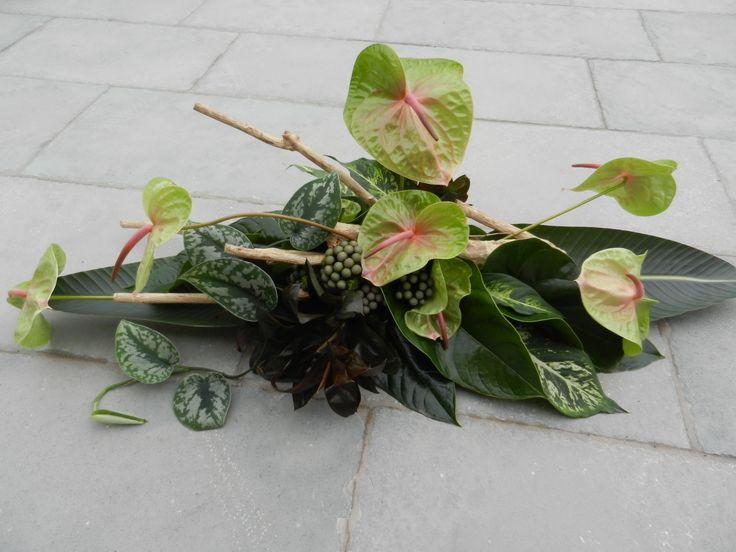 Een laatste groet.  Anthuriums van Kwekerij Gerrit vd Lugt.  Bloemwerk van Margriet van den Akker. http://www.margrietvandenakker.nl/home