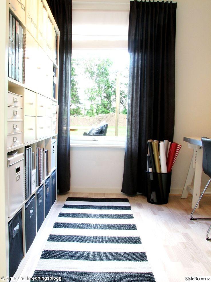 arbetsrum,kontor,expedithylla,bokhylla,förvaring,förvaringsboxar,matta,randig,presentpapper,svart,vit,ikea,granit