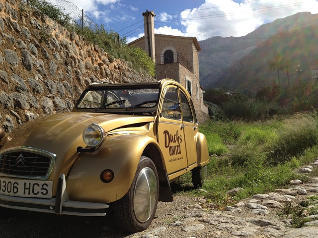2CV rented by Ducks United in the dry riverbed next to Villa Emilia