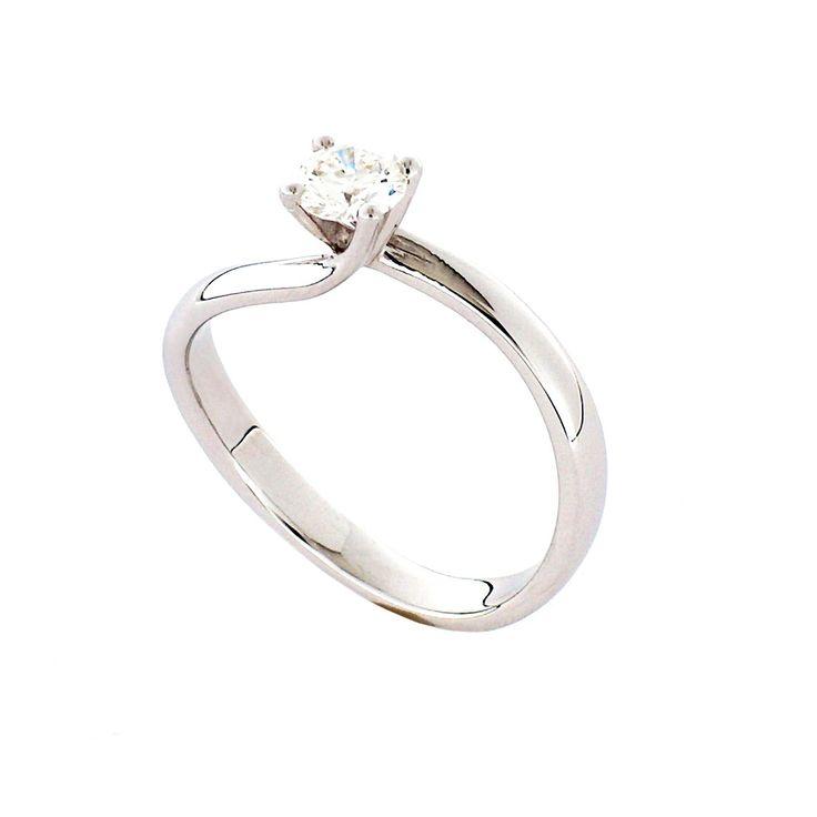 Anello solitario in oro bianco 18kt con diamante taglio brillante, ct 0,15, colore G, purezza SI1