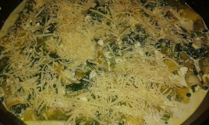 Αυτή την εκδοχή πρέπει οπωσδήποτε να τη δοκιμάσεις!!!!Λαχταριστά κανελόνια με γέμιση σπανακι και τυρί φέτα που θα ενθουσιάσουν τον ουρανίσκο σου!Δείτε τη συνταγή με οδηγίες βημα βημα Υλικά που θα χρειαστείς: • 1 πακέτο κανελόνια • 1kg σπανάκι κατεψυγμένο σε φύλλα • 1 μεγάλο κρεμμύ...