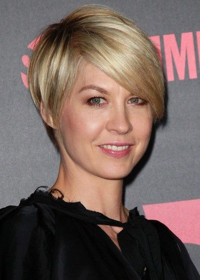 Latest Popular Layered Razor Haircut with Side Swept Bangs