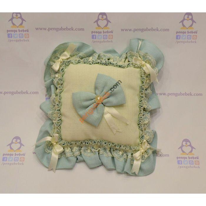 Mavi İnci Takı Yastığı ile misafirleriniz hediyelerini, çok şık bir takı yastığına takabilirler. Pengu Bebek