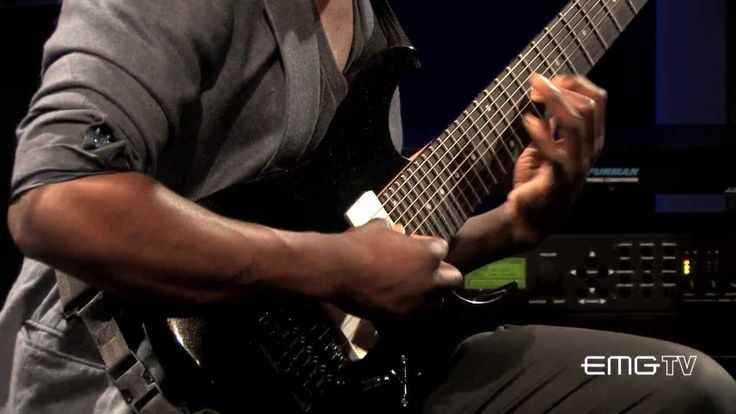 Animals as Leaders Tosin Abasi on his 8 string Ibanez. Beautiful, heavy and using some crazy polymetric timing. Mindbending!