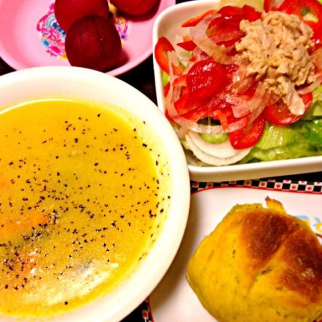 今日の給食お弁当メニュー - 5件のもぐもぐ - パンプキンシチュー、パンプキン豆乳パン、ツナサラダ、プラム by IGGY