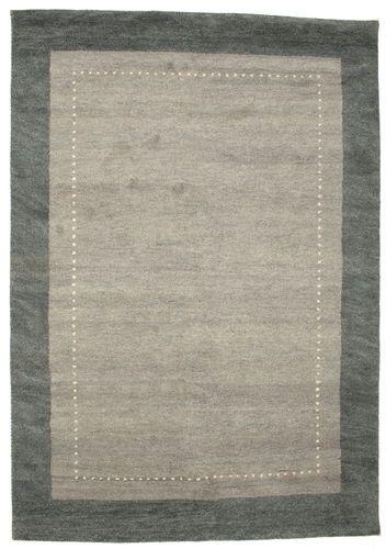 Ces tapis sont fabriqués en Inde.  Ils sont connus pour leurs motifs un peu naïfs, primitifs, au charme rustique.  Les tisserands indiens s'inspirent beaucoup des équivalents persans de ces tapis.  La laine est généralement de bonne qualité.