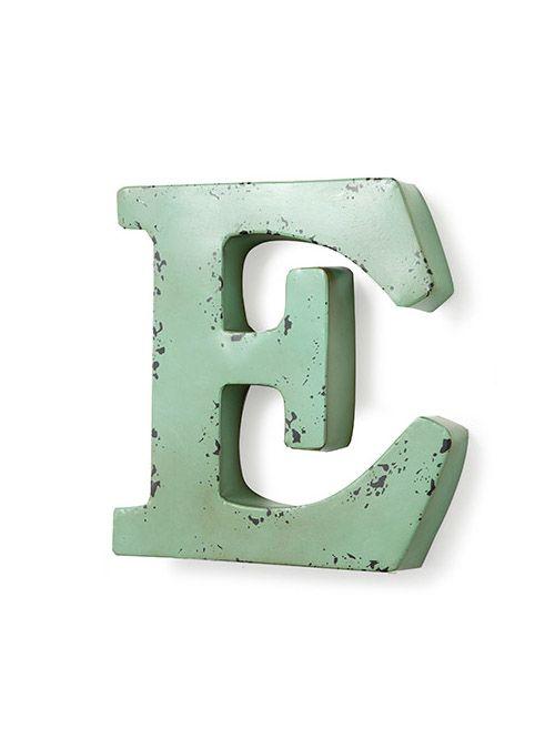 Bellissima decorazione da parete in metallo anticato color verde salvia.Lettera…