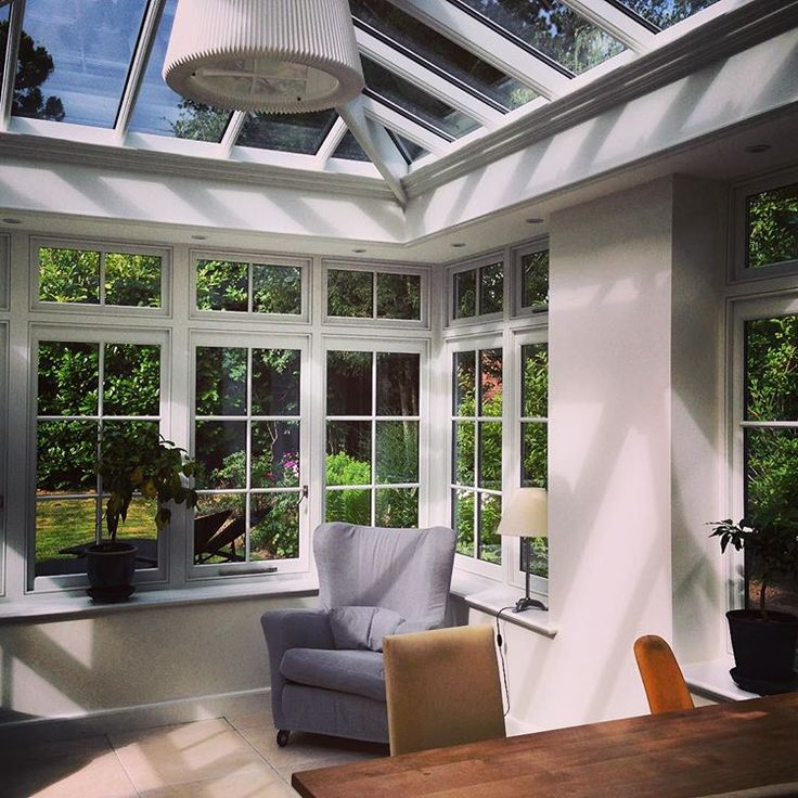 This great hardwood orangery is serving a happy family in Copenhagen - now 40 % more in their garden😃😃🇬🇧🇬🇧🌺🌺 #classicalorangeries #conservatories #udestuer #haver #havenyt #orangeries #orangerier #clausdalby #tageandersen