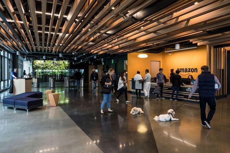 30カ国から集められた植物が栽培されるバイオドームや、社員と出勤する4,000匹もの犬たちのためのドッグパーク、金曜午後にはスポーツコートに変身する大会議場──。米シアトルに建設中のアマゾンの新本社には新しい仕掛けがいっぱいだ。その内部を写