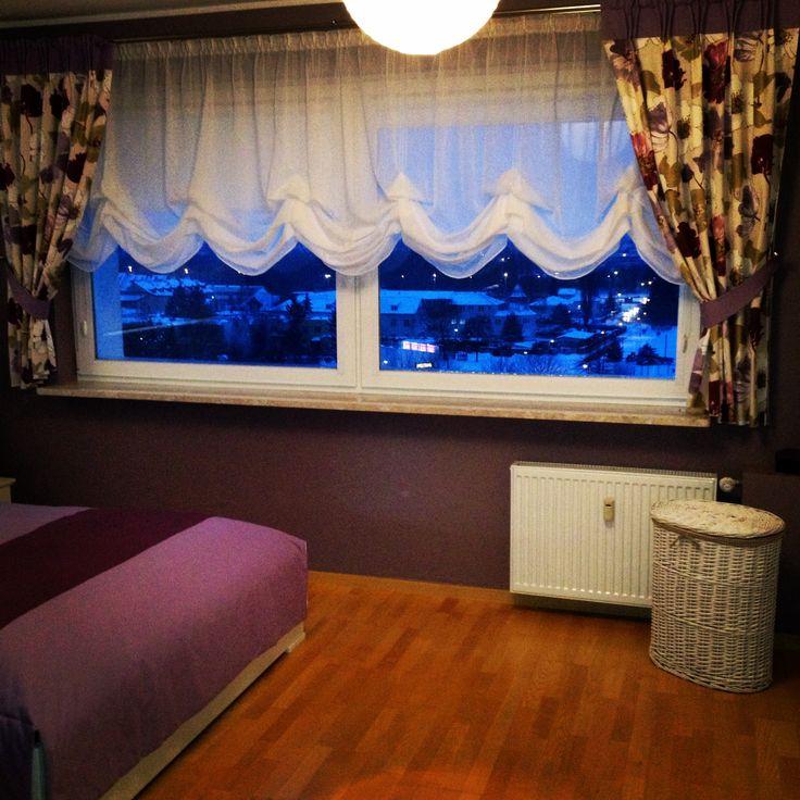 Sypialnia roleta austriacka, zasłony z bawełny w drukowane kwiaty.