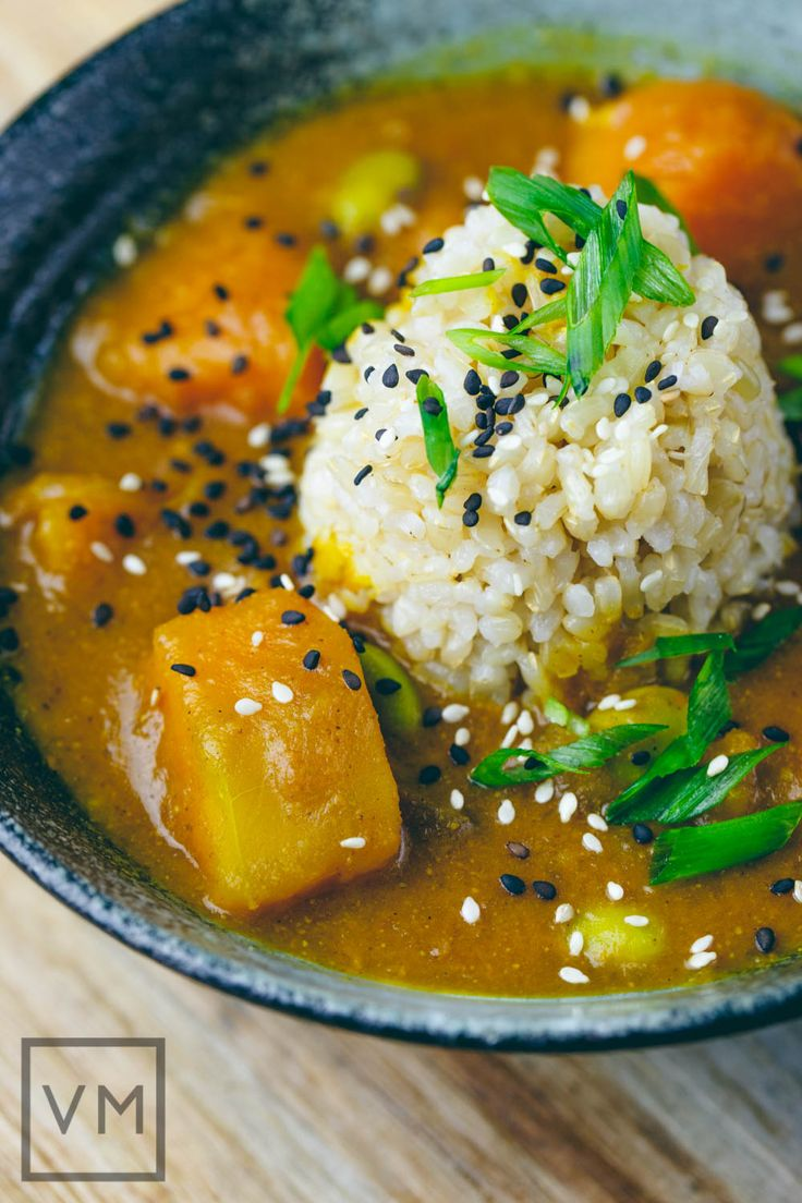 JAPANESE KABOCHA CURRY (Yield: 4 servings) == Ingredients == ½ kabocha squash, 1 T neutral-flavored oil, ½ large yellow onion, 3 oz carrots, 1 garlic clove, ½ T organic ketchup or tomato paste, 2 t Oriental curry powder, 3 c vegetable broth, 1 small (5 ounces) Gala or Fuji apple, ¼ c soy sauce or tamari, ¼ c frozen edamame or peas, ¼ c scallions green parts only, 1 T unsweetened dairy-free milk, toasted sesame seeds for garnish, Salt to taste====